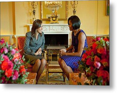 Michelle Obama Greets Mrs. Margarita Metal Print by Everett
