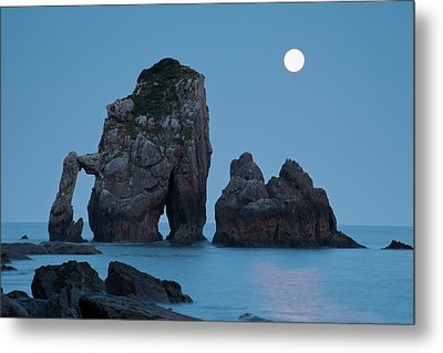 Moonset In Gaztelugache Metal Print by Pere Soler