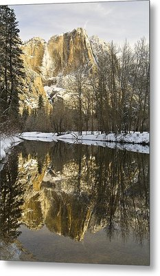 Mountains Reflecting In Merced River In Metal Print by Robert Brown