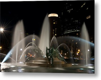 Night View Of Swann Fountain Metal Print by Bill Cannon
