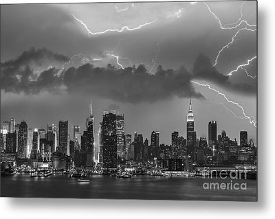 Nyc All Charged Up Bw Metal Print by Susan Candelario
