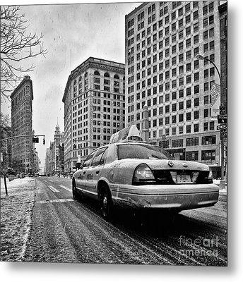 Nyc Cab And Flat Iron Building Black And White Metal Print by John Farnan