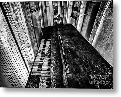 Old Piano Organ Metal Print by John Farnan
