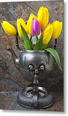 Old Tea Pot And Tulips Metal Print by Garry Gay