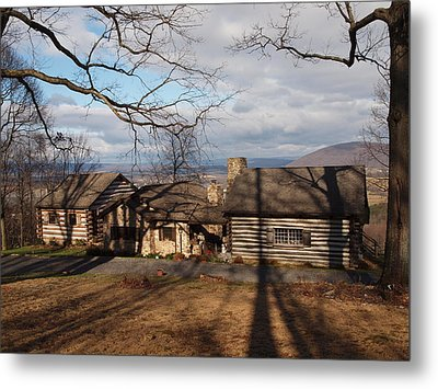 Papa Toms Cabin In The Woods Metal Print by Robert Margetts