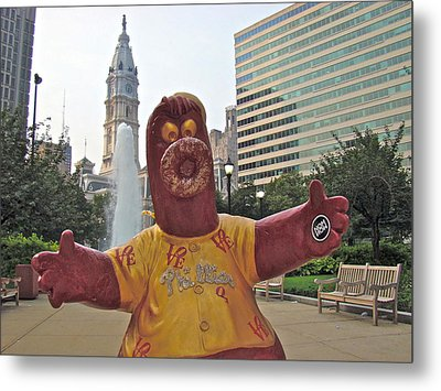 Phanatic Love Statue In The City Metal Print by Alice Gipson