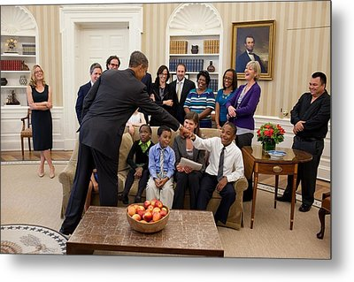 President Barack Obama Greets Students Metal Print by Everett