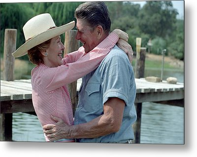 President Ronald And Nancy Reagan In An Metal Print by Everett