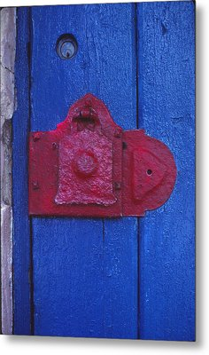 Red Latch Metal Print by Bob Whitt