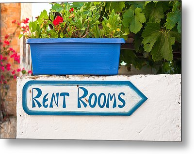 Rent Rooms Sign Metal Print by Tom Gowanlock