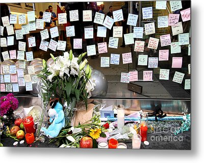 Rip Steve Jobs . October 5 2011 . San Francisco Apple Store Memorial 7dimg8574 Metal Print by Wingsdomain Art and Photography