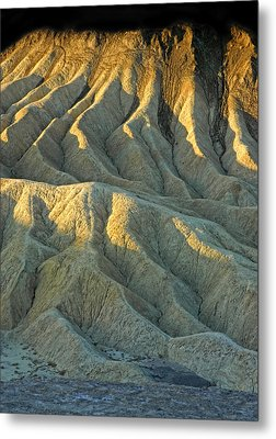 Rock Formations At Death Valley Metal Print by Dave Mills