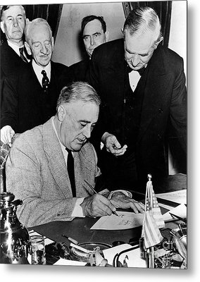 Roosevelt Signing Declaration Of War Metal Print by Photo Researchers