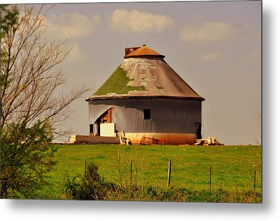Round Barn Metal Print by Marty Koch
