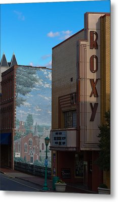 Roxy Theater And Mural Metal Print by Ed Gleichman