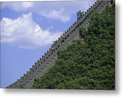 Runners In The Great Wall Marathon Metal Print by Michael S. Yamashita
