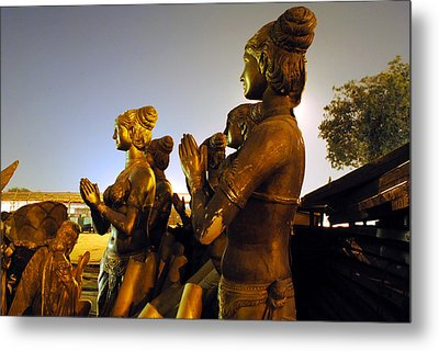 Sculpture Of Women Metal Print by Sumit Mehndiratta
