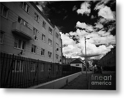 Social Housing Development Pearse House In Dublins Lower Sandwith Street Inner City Dublin Metal Print by Joe Fox