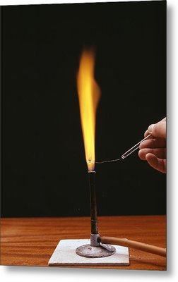 Sodium Flame Test Metal Print by Andrew Lambert Photography