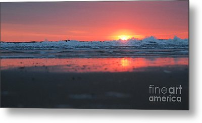 Sunrise From The Sand Metal Print by Linda Mesibov