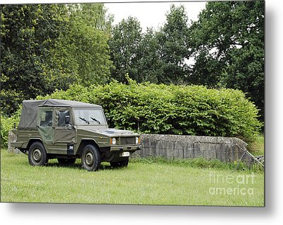 The Vw Iltis Jeep Used By The Belgian Metal Print by Luc De Jaeger