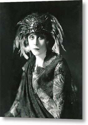 Theda Bara In The Broadway Show The Metal Print by Everett