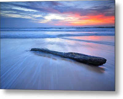Timber On The Beach Metal Print by Teerapat Pattanasoponpong