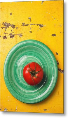 Tomato On Green Plate Metal Print by Garry Gay
