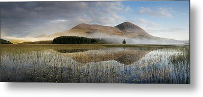 Tranquil Waters And Morning Mist On Red Metal Print by Jim Richardson