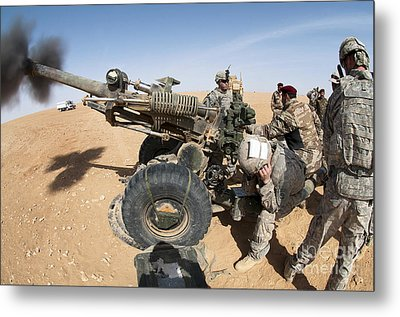 U.s. And Iraqi Artillerymen Train Metal Print by Stocktrek Images