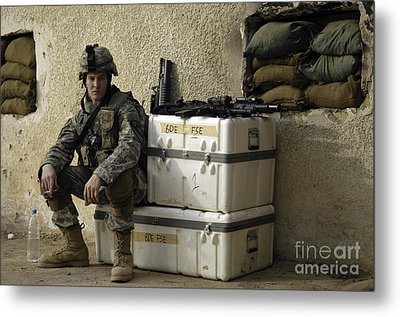 U.s. Army Soldier Relaxing Before Going Metal Print by Stocktrek Images