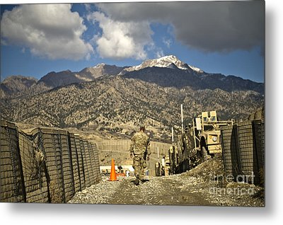 U.s. Army Soldier Walks Down A Path Metal Print by Stocktrek Images
