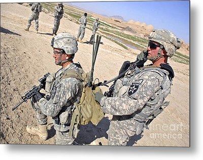 U.s. Army Soldiers Call In An Update Metal Print by Stocktrek Images