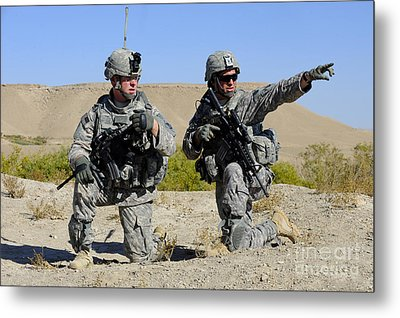 U.s. Army Soldiers Familiarize Metal Print by Stocktrek Images