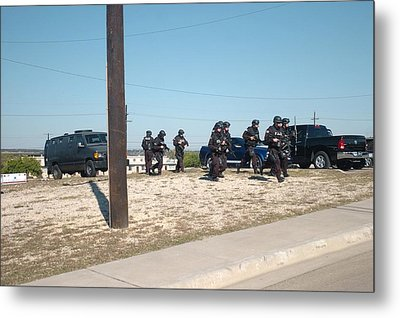 Us Army Swat Team Approaching Metal Print by Everett