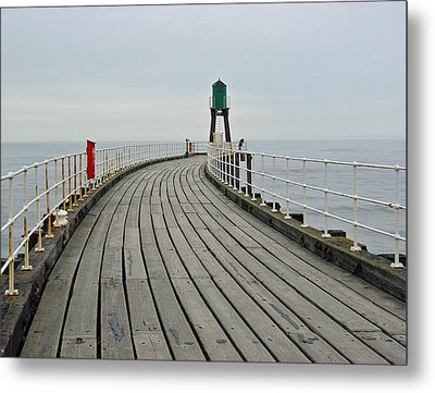 West Pier And Beacon Metal Print by Rod Johnson