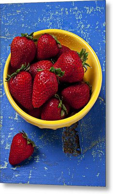 Yellow Bowl Of Strawberries Metal Print by Garry Gay
