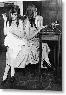 Daisy And Violet Hilton 1908-1969 Metal Print by Everett