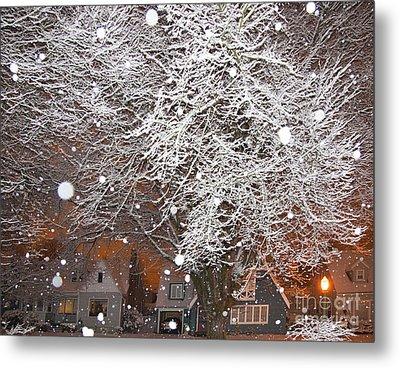 Falling Snow In A Neighborhood Metal Print by David Buffington