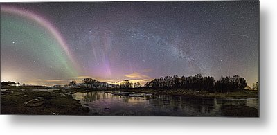 Red And Green Auroras Metal Print by Frank Olsen