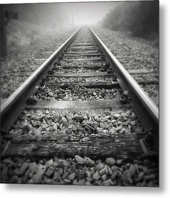 Railway Tracks Metal Print by Les Cunliffe