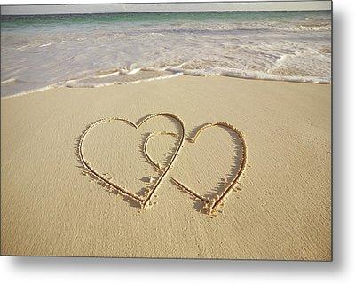2 Hearts Drawn On The Beach Metal Print by Gen Nishino