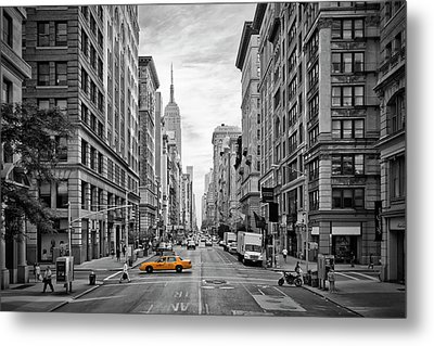 Urban 5th Avenue Nyc Metal Print by Melanie Viola