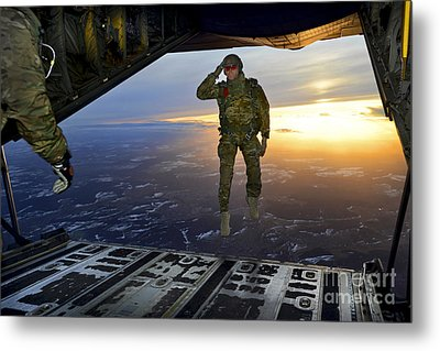 A U.s. Soldier Salutes His Fellow Metal Print by Stocktrek Images