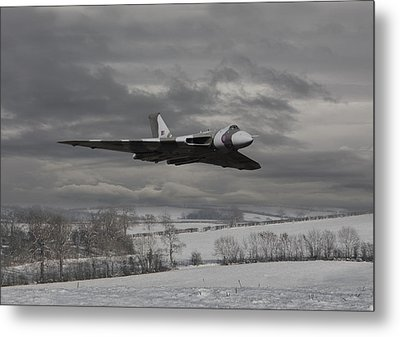 Avro Vulcan - Cold War Warrior Metal Print by Pat Speirs