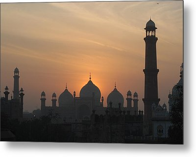 Badshahi Mosque At Sunset, Lahore, Pakistan Metal Print by Daud Farooq