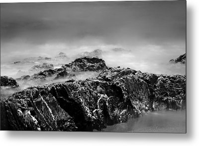 Beach Rocks And Surf In Mono Metal Print by Georgia Fowler