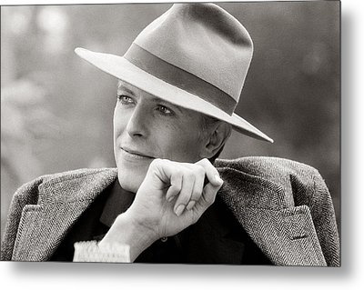 Bowie Off Set 'the Man Who Fell To Earth Metal Print by Terry O'Neill
