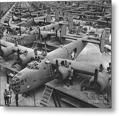 Building The B24 Fleet 1943 Bw Metal Print by Padre Art