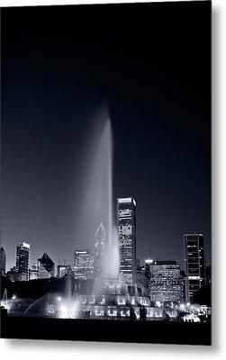 Chicagos Buckingham Fountain Bl And W Portrait Metal Print by Steve Gadomski